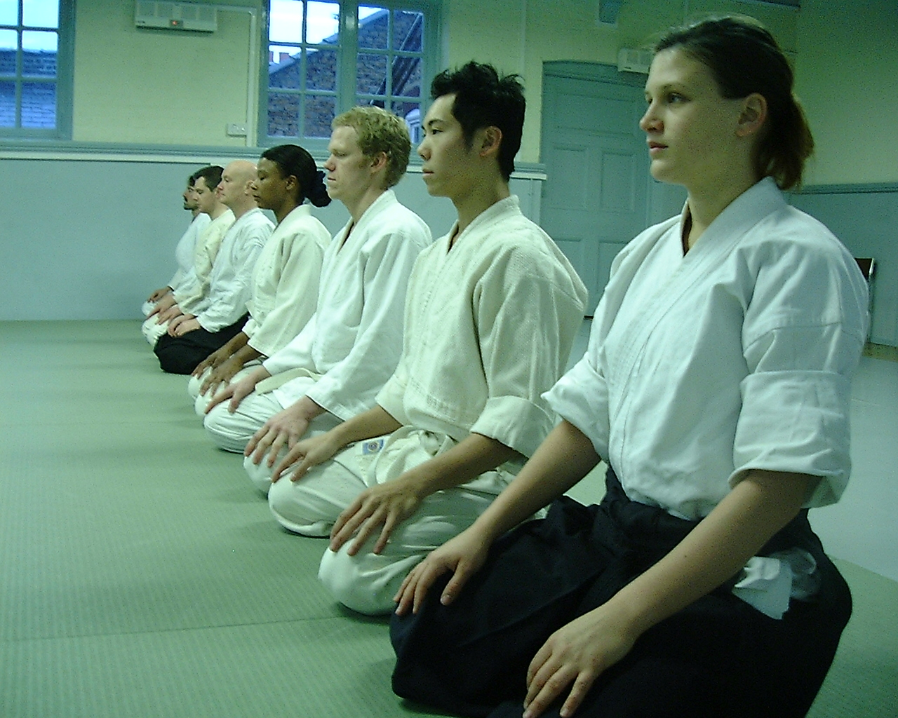 Seiza the meaning and value of sitting in seiza | movingeast blog